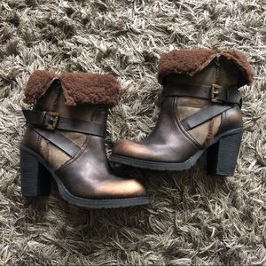 Gold dusted Rebels booties with sherling